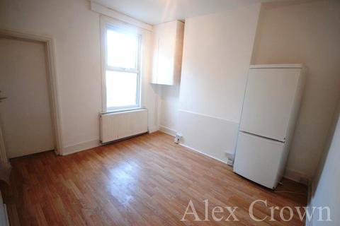 3 bedroom terraced house to rent - Nursery Street, Tottenham