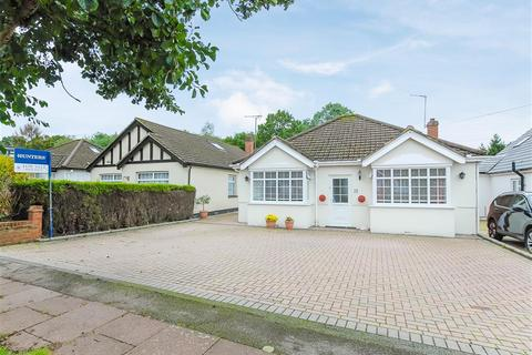 3 bedroom detached bungalow for sale - Halford Road, Ickenham, Middlesex, UB10 8QA