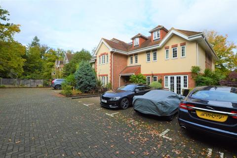 1 bedroom ground floor flat to rent - Woodham Place, Sheerwater Road, Woodham, Surrey