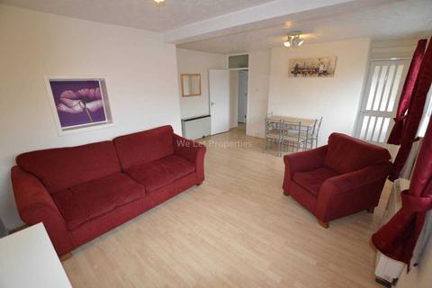 4 bedroom apartment to rent - Rosalind Court, Salford