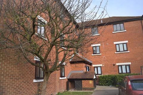 2 bedroom flat to rent - Tawny Close, Feltham, TW13