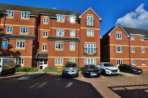 2 bedroom apartment to rent - Eaton Avenue, Slough SL1