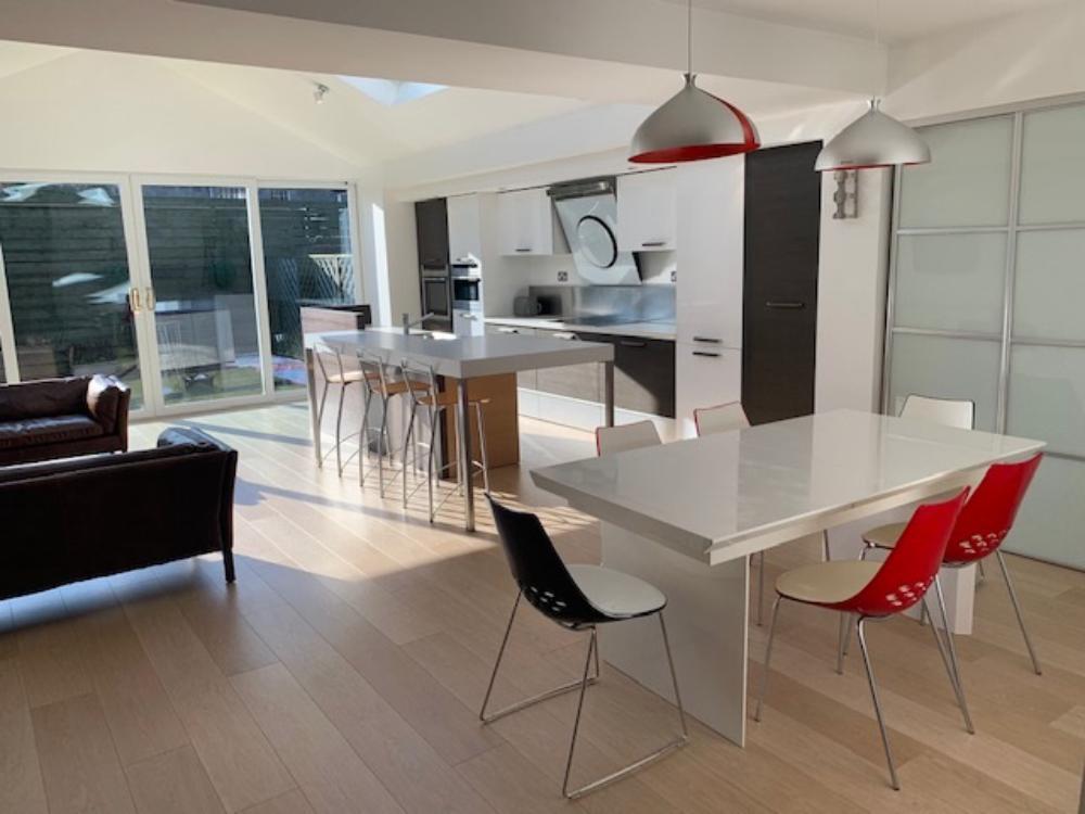 Lounge − Kitchen