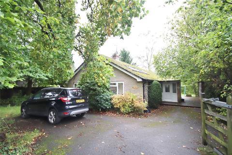 3 bedroom bungalow for sale - Manor Road, Verwood, Dorset, BH31
