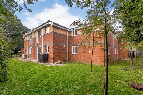 2 bedroom flat for sale - Dove Place, Holroyd Road, Claygate, Esher, KT10