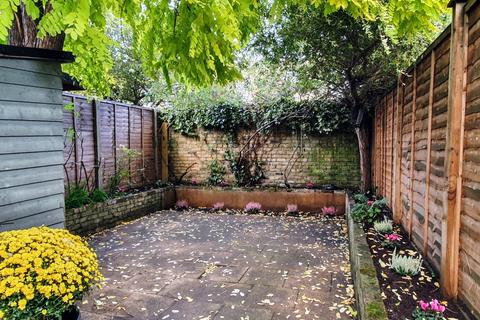 4 bedroom house to rent - Trott Street, London SW11 / Property ID 3202