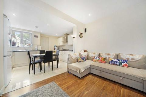 2 bedroom end of terrace house to rent - Sladedale Road, London