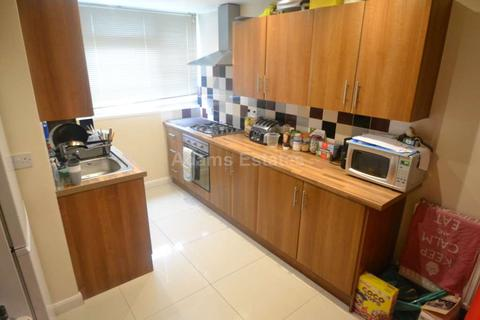 4 bedroom terraced house to rent - Newcastle Road, Reading