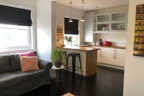 1 bedroom flat to rent - St Hildas Close , London SW17