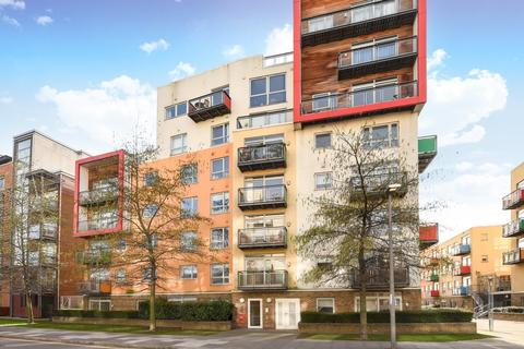 3 bedroom apartment for sale - West Parkside, Greenwich