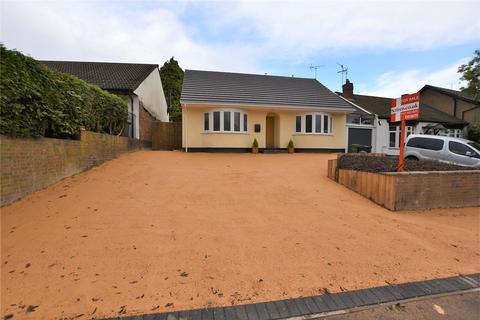 2 bedroom bungalow for sale - Manor Way, Halesowen, West Midlands, B62