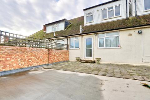 2 bedroom flat to rent - Denham Parade, Denham, UB9
