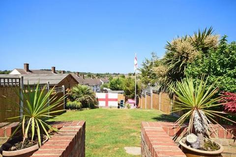 3 bedroom semi-detached house for sale - Chippenham Road, Harold Hill, Romford, Essex, RM3 8EX