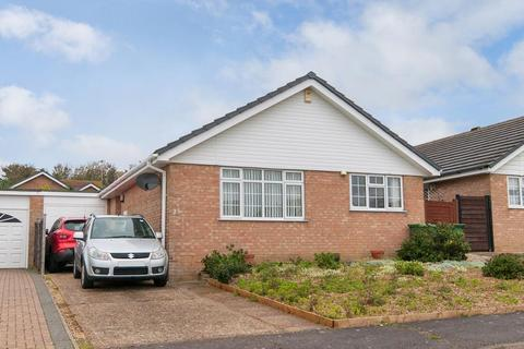 2 bedroom bungalow for sale - Lucinda Way, Seaford, East Sussex, BN25 3JD