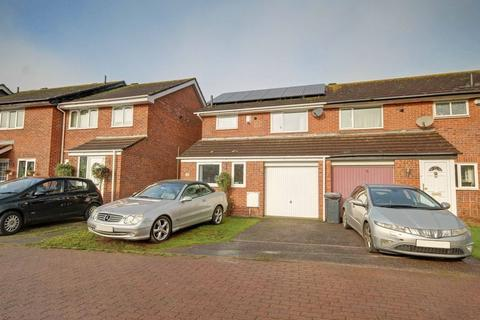 3 bedroom semi-detached house for sale - Cliff Bastin Close, Exeter
