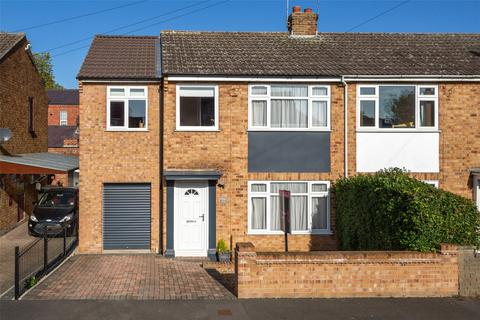 4 bedroom end of terrace house for sale - Moorland Road, York, YO10