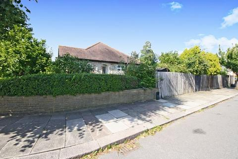 2 bedroom semi-detached bungalow for sale - Islip Gardens, Northolt