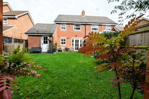 3 bedroom semi-detached house for sale - Horton Close Aylesbury