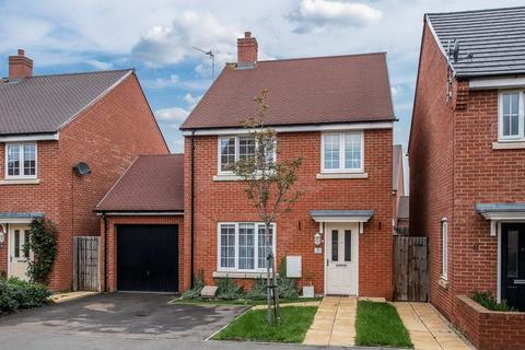 4 bedroom detached house for sale - Merton Close, Aylesbury