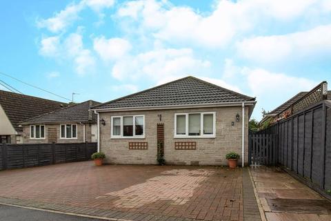 4 bedroom bungalow for sale - Stour Close, East Stour
