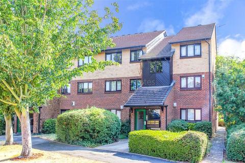 2 bedroom flat for sale - Alders Close, Wanstead, Lodnon