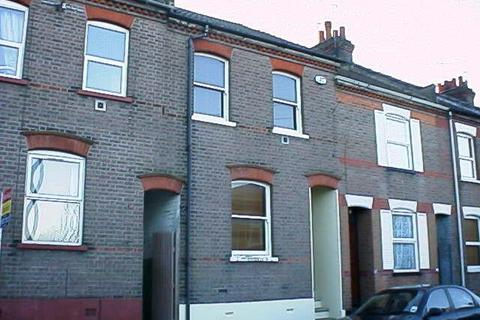 3 bedroom terraced house to rent - Baker Street, South Luton, Luton