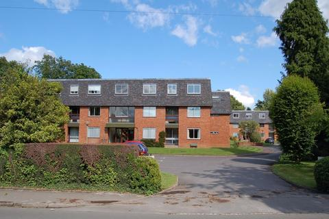 3 bedroom flat to rent - Great Austins, Farnham, GU9