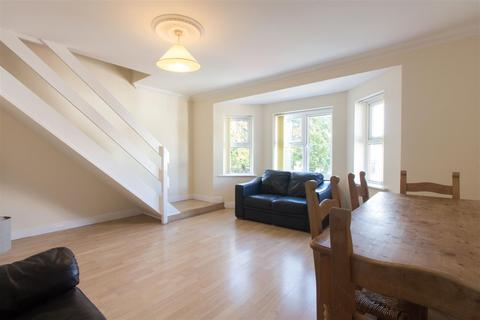 3 bedroom apartment to rent - Llanbleddian Court, Cathays