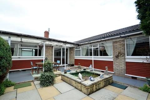 4 bedroom detached bungalow to rent - Greenoak Drive, Sale, M33