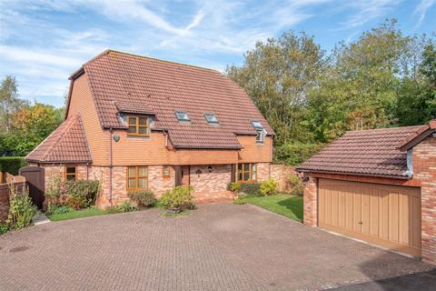 4 bedroom detached house for sale - Hitherside, Dickens Heath, Solihull