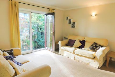 1 bedroom flat to rent - Aldous House, Church Street, Staines TW18 4EN