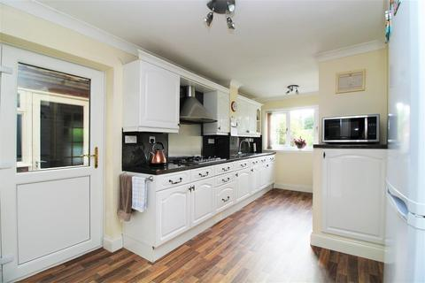 4 bedroom detached house for sale - Grovebury Close, Lesney Park