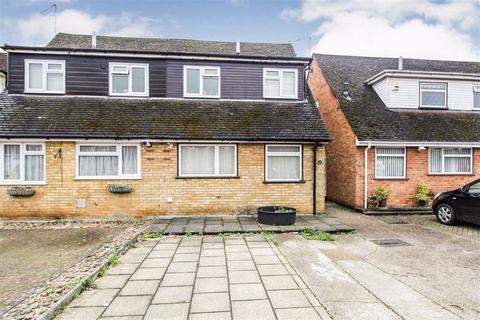 2 bedroom semi-detached house for sale - Berners Close, Slough, Berkshire