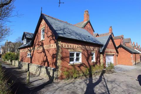 4 bedroom chalet for sale - Clifton Drive North, Lytham St Annes, Lancashire