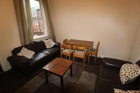 4 bedroom terraced house - Monks Road, Coventry