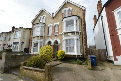 3 bedroom flat for sale - Beaconsfield Road, London