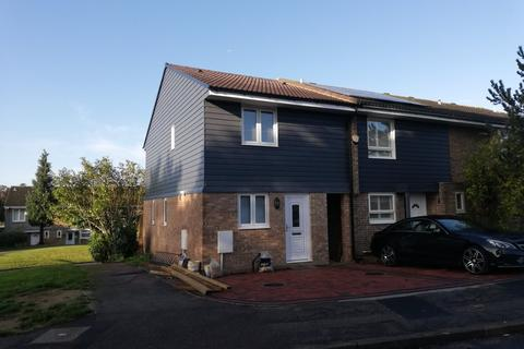 3 bedroom semi-detached house to rent - Robin Gardens, Redhill