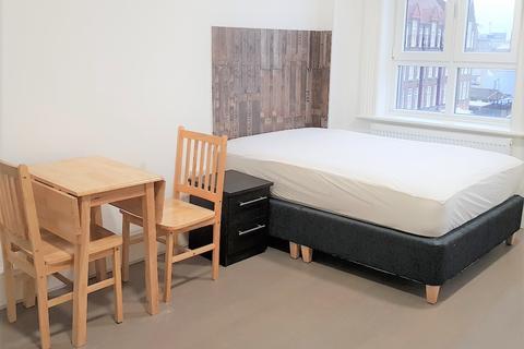 Studio to rent - Woolwich Road, Greenwich Peninsula SE7