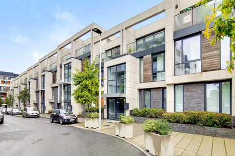 3 bedroom flat to rent - Hawthorne Crescent, London, SE10