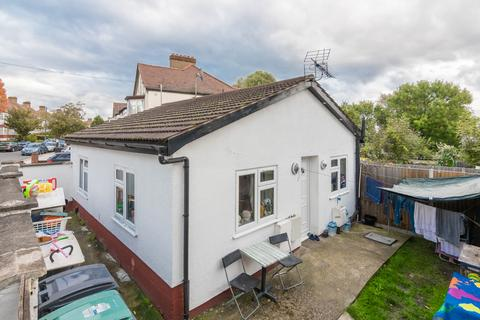 2 bedroom bungalow for sale - Devonshire Hill Lane, n17