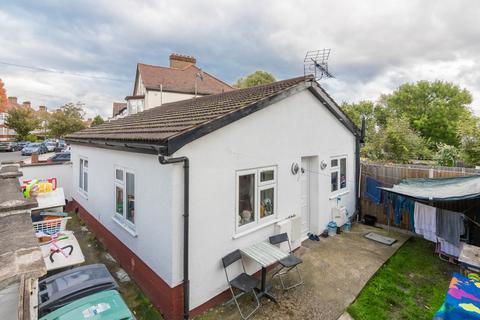 2 bedroom bungalow for sale - Devonshire Hill Lane, n17