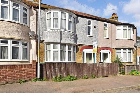 3 bedroom semi-detached house for sale - Dumergue Avenue, Queenborough, Kent