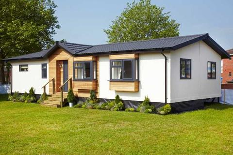 2 bedroom detached bungalow for sale - Ainmoor Grange, Mickley Lane, Stretton, Alfreton