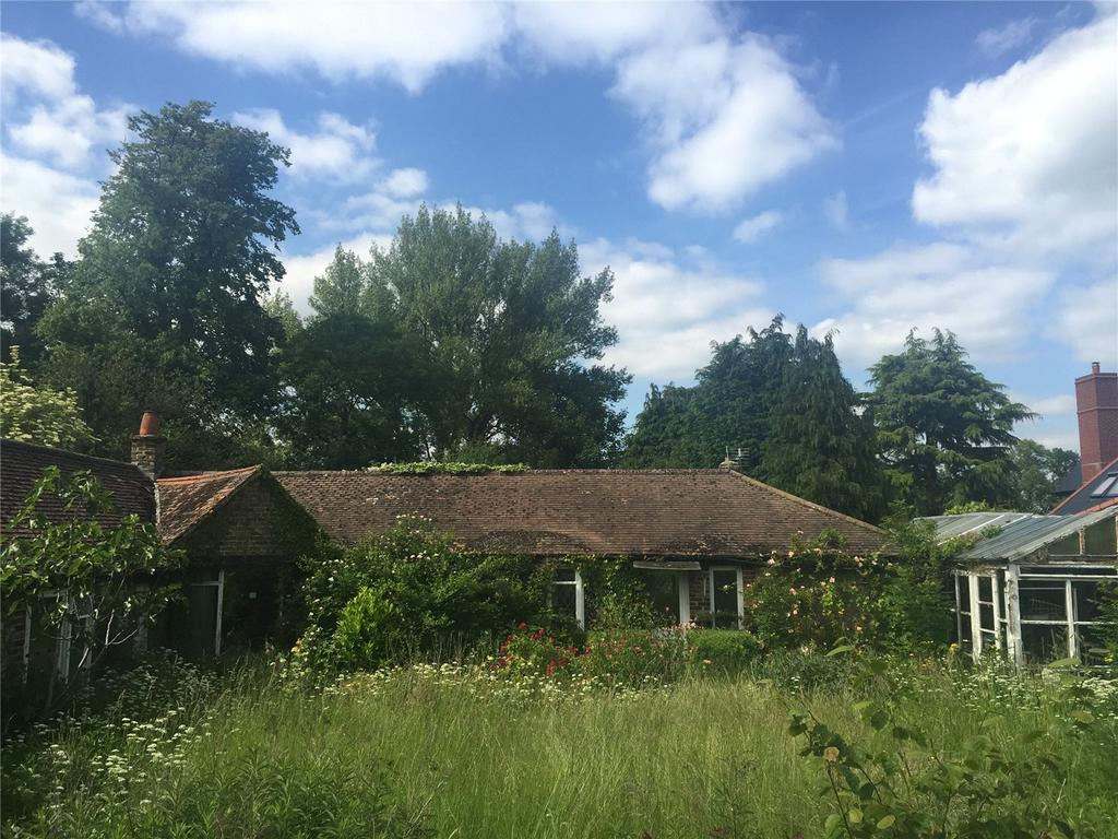 3 Bedrooms Detached Bungalow for sale in Northdown Road, Woldingham, Caterham, Surrey, CR3