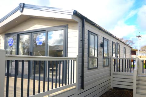 2 bedroom lodge for sale - Solent Breezes, Nr Fareham