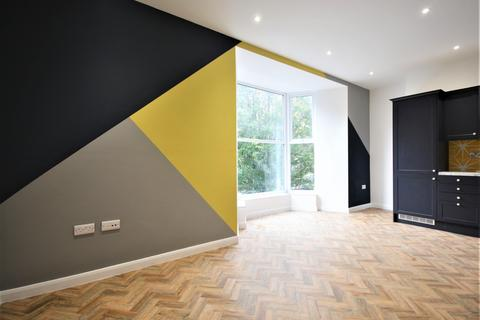 1 bedroom house to rent - 1 bedroom Flat 1st Floor in Central Swansea