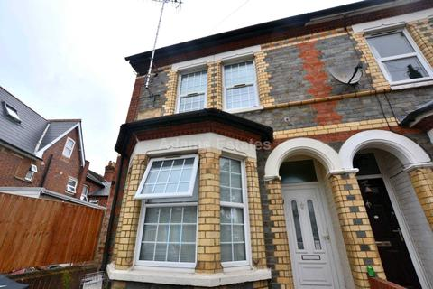 4 bedroom terraced house to rent - Radstock Road, East Reading
