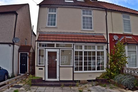 4 bedroom house to rent - Clydesdale Road, Romford, RM11