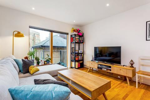 2 bedroom flat to rent - Dalston Lane, London, E8