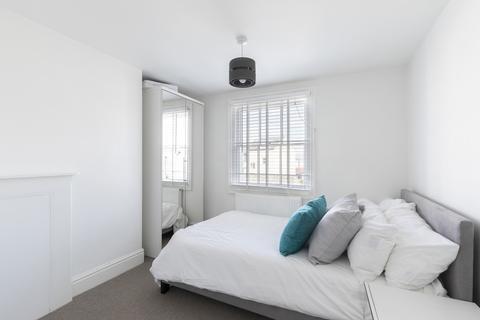 Property to rent - Clarence Street, Cheltenham GL50 3LB